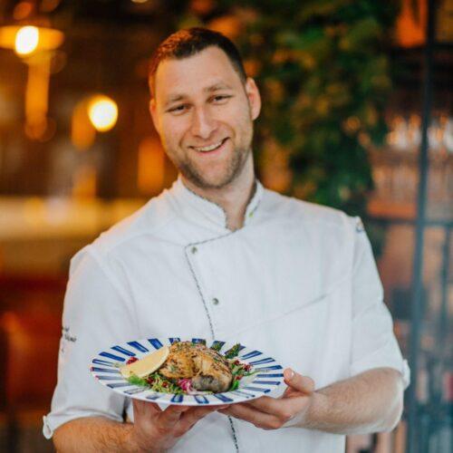 «Бессарабська кухня в форматі сучасного ресторану. Робота з локальними продуктами: овочі, бринза, м'ясо, спеції».